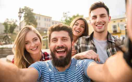 good-people-take-selfie-street- SMAL .jpg